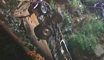 印度公交车和货车相撞致14人死亡