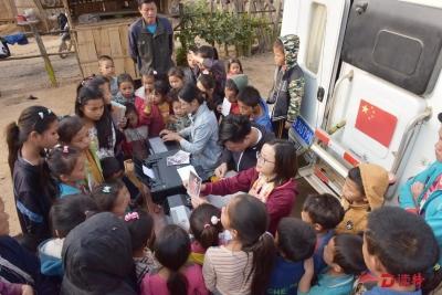 驱车6000多公里!深圳志愿者春节期间到老挝探望贫困娃