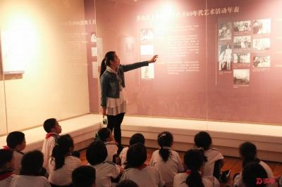 很新鲜!小学生去美术馆上美术课、去音乐厅上音乐课……