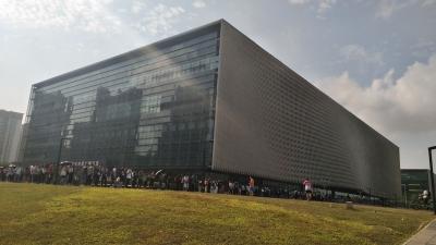 周末一早,宝安这个地方就上千人排队!满满正能量!