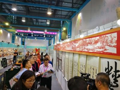 浪子回头!深圳监狱服刑人员8米剪纸竞逐工艺品大赛