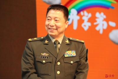 航天英雄杨利伟鼓励青少年为梦而读《开学第一课》结集成书
