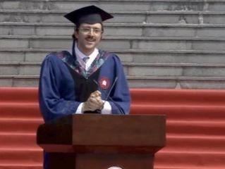 华师大毕业典礼留学生演讲爆红:中国白开水厉害得不得了