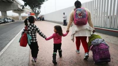 450多名未与子女团聚的美国移民可能被驱逐出境