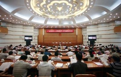 广东省委常委会召开会议 李希主持会议