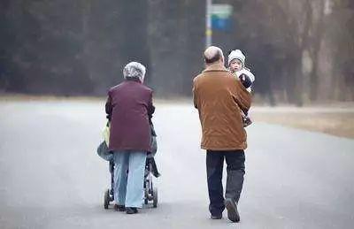 时评 | 二孩时代,不能苦了老人