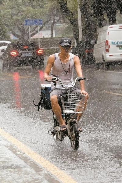 暴雨动不动就来?其实今年深圳雨量和大范围暴雨并不多!