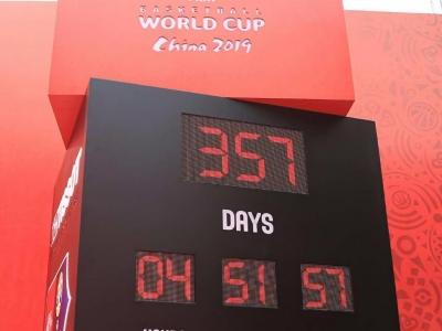 2019年篮球世界杯倒计时一周年时钟在深圳点亮
