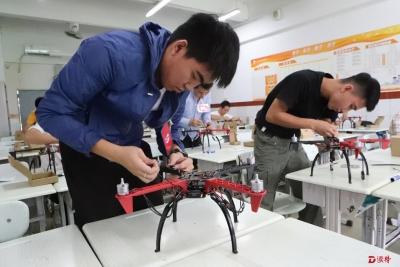 """2018年深圳""""好技师""""无人机应用技术职业技能竞赛举行"""