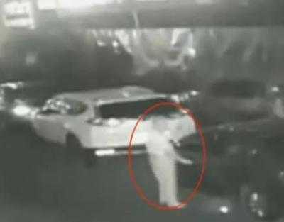 深圳一社区三四十台车反复被划 午夜监控大出意料!
