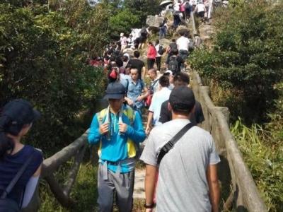 国庆长假第一天 近五万人登梧桐山