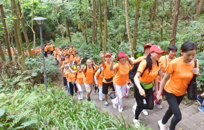 龙岗区第五届重阳登山活动在八仙岭公园举行