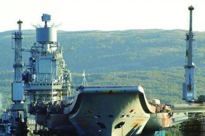 俄航母被砸出20平米大洞,厂方回应没啥大事,战斗民族姿态尽显