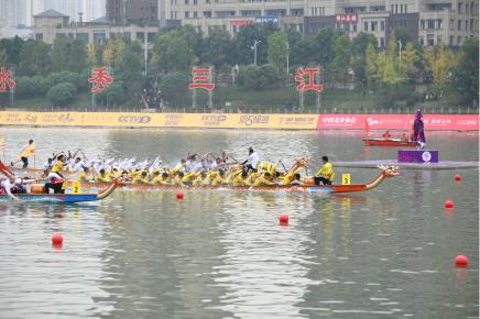 龙舟世界杯中国队200米直道赛夺金!队员均来自广东