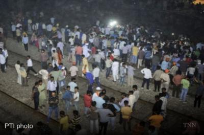 印度火车冲进人群 已致至少59人死亡