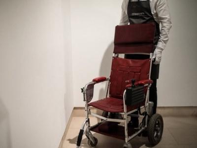 霍金遗物拍卖 生前用过轮椅拍出近270万元人民币