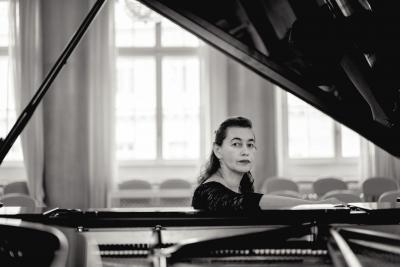 俄罗斯传奇钢琴家莉莉亚·齐柏丝坦指尖缔造浪漫