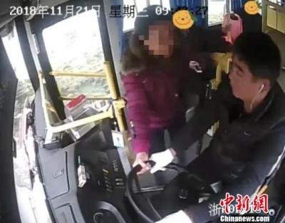 又见乘客抢夺公交车方向盘!肇事者被行政拘留8日