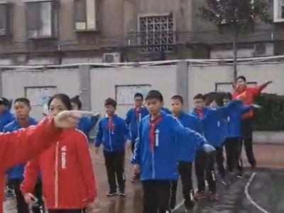 济南六年级女生身高2米1 同学称长了6年都没她一年级高