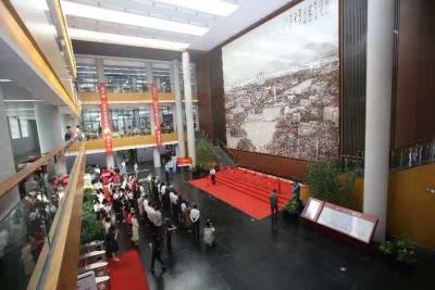 华南理工大学图书馆巨幅陶瓷壁画剪彩