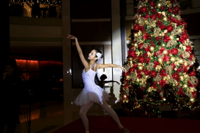 """深圳星河丽思卡尔顿酒店开启""""歌剧之声""""圣诞季启动仪式"""
