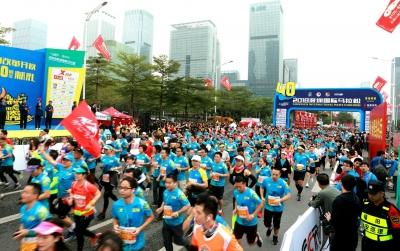 2018深圳国际马拉松欢乐开跑,3万人挥汗如雨感受深圳魅力