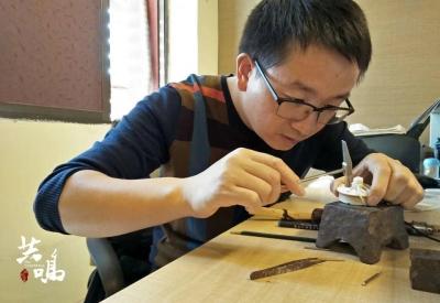 深圳一80后男子卖房开博物馆 20年收集500多件藏品  