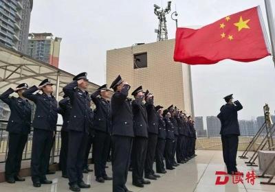 深圳皇岗边检站举行迎新年升国旗仪式