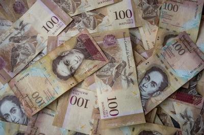 委内瑞拉批准在政治危机背景下的平行货币兑换制度