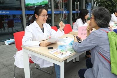 世界防治结核病日,深圳市慢病防治中心举办大型义诊活动