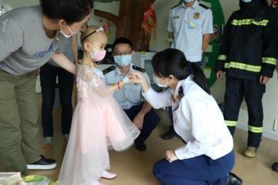 宁波女孩4岁生日,深圳消防员却突然到来……背后故事暖化了