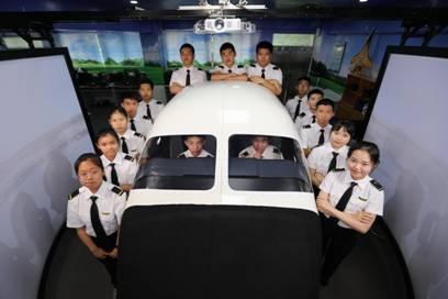 艾维国际飞行学院国内首个生源基地扎根平冈中学