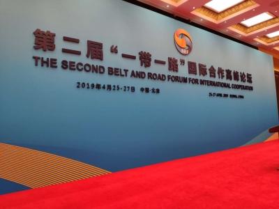 """时政新闻眼丨习主席和39位外方领导人围桌共绘""""工笔画"""""""