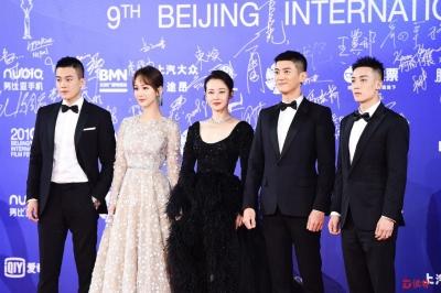 电影《烈火·英雄》主创亮相北京电影节开幕红毯