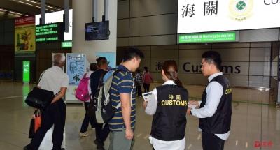"""香港海关展开""""子弹""""行动  确保五一黄金周消费者权益"""