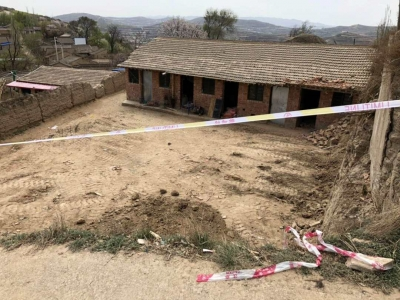 甘肃通渭崖体滑坡摧毁房屋后墙,致2人遇难5人受伤