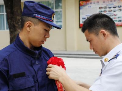 深圳首批国家综合性消防救援人员正式入职