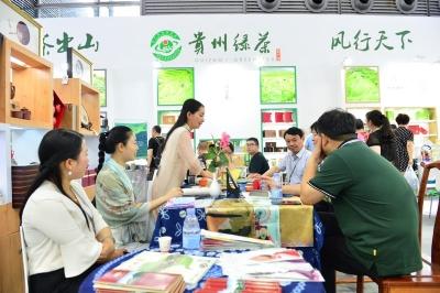 连续14年亮相文博会的贵州展区有道好茶,引观众驻足品味茶香