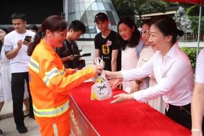 善功夫爱心待餐公益项目启动 为环卫工人送一份营养暖餐