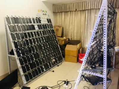 """2人操控近300台手机!宝安一非法""""游戏代练""""窝点被端"""