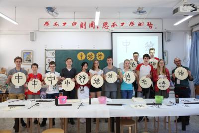 """侨香外国语学校:以""""创感教育""""为引领培养富有创造力的人才"""