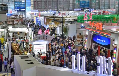 """文博会公众开放日人气旺,市民乐享一年一度的""""文化大餐"""""""