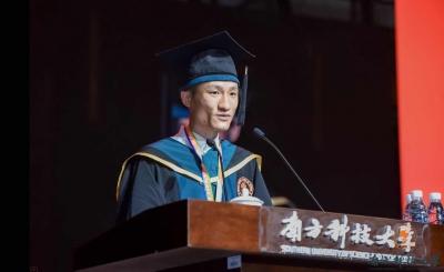 休学创业后重返校园,如今他作为优秀毕业生代表发言……