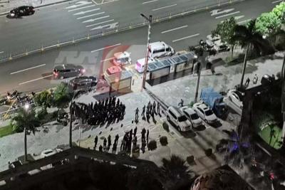 物业撤垃圾桶,业主被激怒!大半夜惊动了数十名警察
