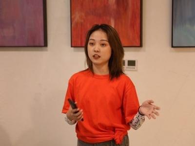 18歲女孩舉辦現代藝術展:真正的體驗從來不是單色的