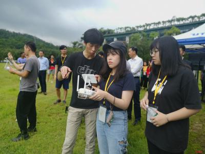 """非常震撼,以后想多来看看!台湾大学生与深圳""""亲密接触"""""""