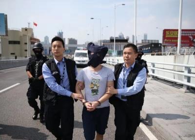 深圳警方向香港警方移交一名香港籍犯罪嫌疑人