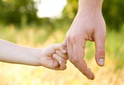 生而不养的父母要受到惩戒!50万事实孤儿将有生活保障