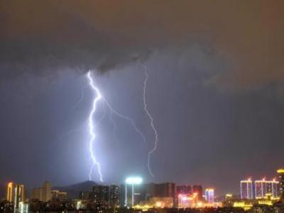 深圳发布分区暴雨黄色预警,这些地方1-2小时内将出现20-40毫米降水