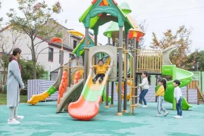 游乐设施顶部突然下陷!8岁女童不幸遇难……